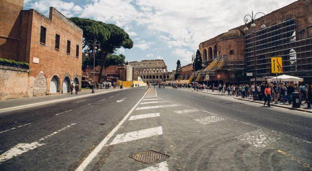 colosseo-roma-blocco-traffico-2020-min